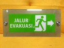 Petunjuk Arah Evakuasi Akrilik