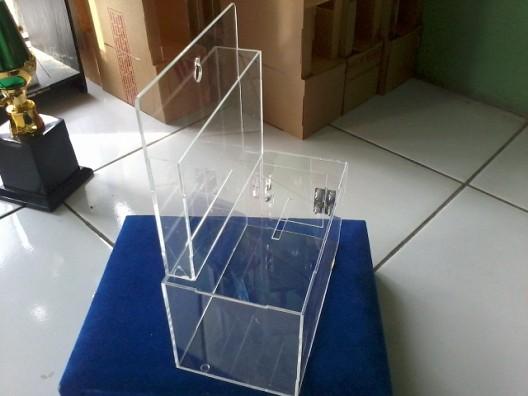 Kotak Amal Akrilik